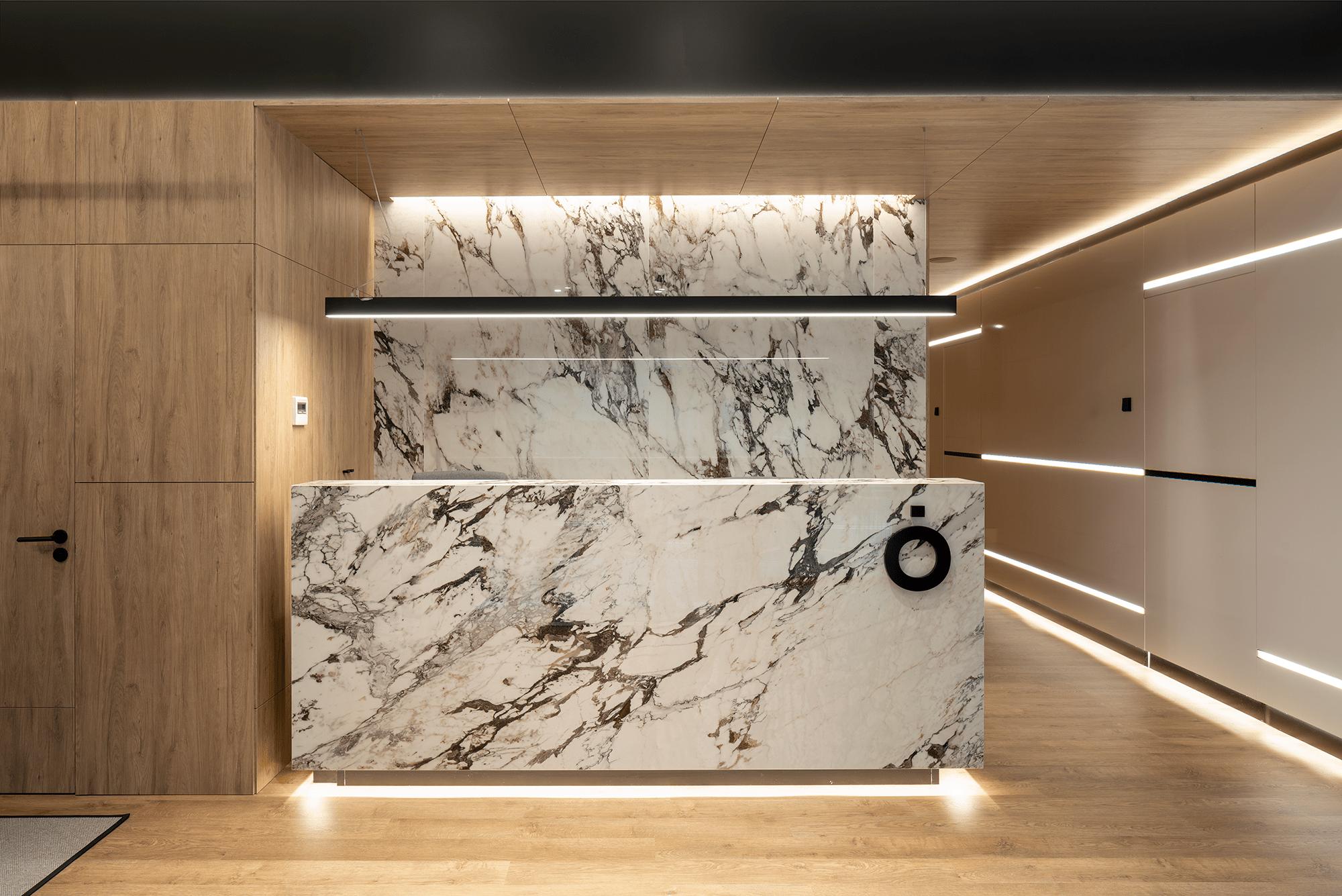 ANATOMIA recepción marmol